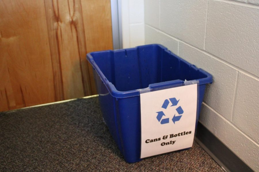 Blythewood+High+School+recycles+paper%2C+bottles%2C+and+cans